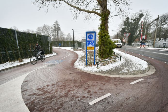 De fietssnelweg ligt al op meerdere plaatsen in Borne, al moeten er soms scherpe bochten worden gemaakt.