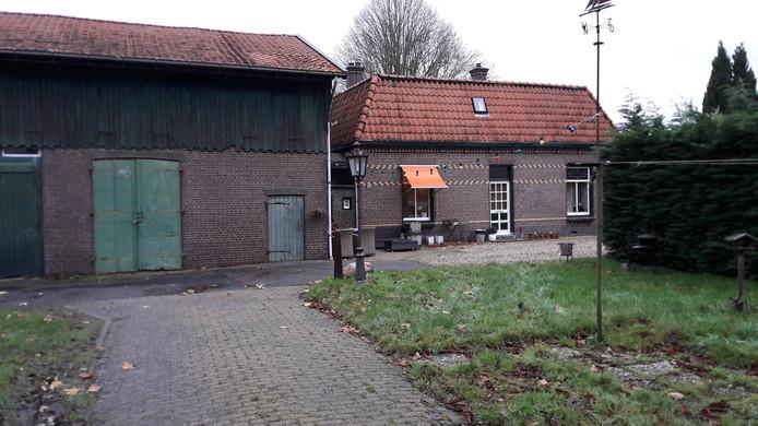Urkerveste nummer 9 in Nieuwegein. Het pand van de gemeente wordt gerestaureerd en op het terrein komen mogelijk zeven tiny houses.