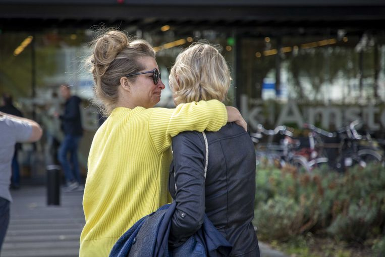 Bij de rechtbank van Amsterdam komen advocaten bijeen in verband met de doodgeschoten advocaat Derk Wiersum.
