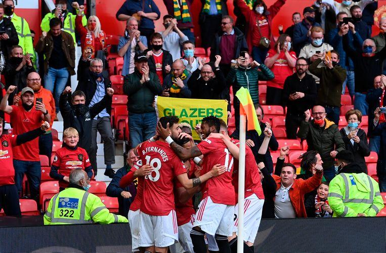 Goal voor Manchester United, op Old Trafford vierden 10.000 toeschouwers de goal. Beeld EPA