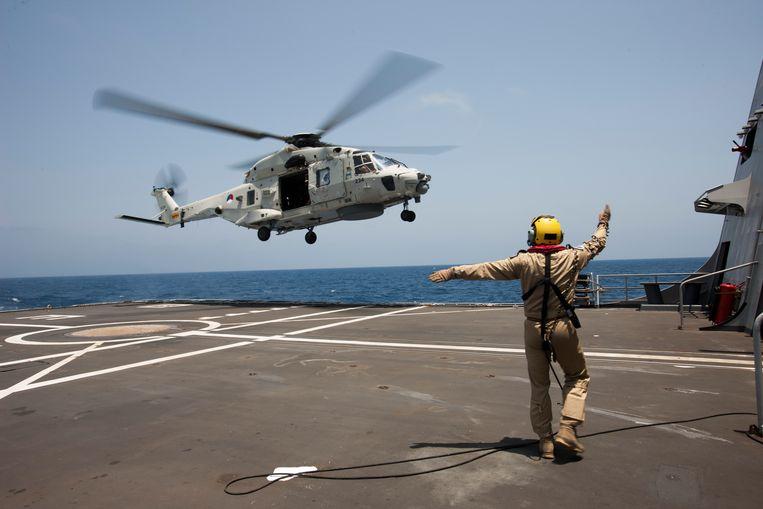 NH-90 trainde in 2014 vanaf de Zr. Mr. Evertsen tijdens de missie Ocean Shield in de Golf van Aden. Beeld  Ministerie van Defensie