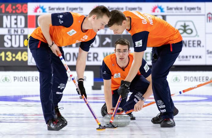 De Nederlandse curlers Jaap Van Dorp, Laurens Hoekman en Carlo Glasbergen.