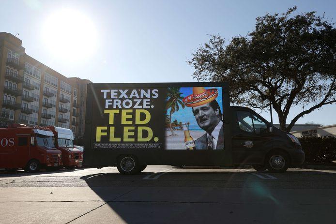 Senator Ted Cruz krijgt veel kritiek, omdat hij tijdens de koudegolf naar Mexico vluchtte met zijn familie.