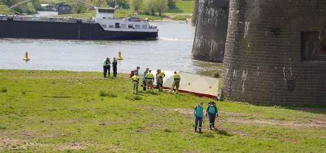 Lichaam gevonden onder Waalbrug in Lent; politie sluit misdrijf uit