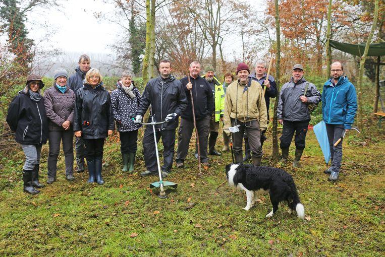 Vrijwilligers Natuurpunt aan de slag in de Verkensmeers.