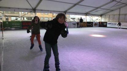 Eerste schaatsers betreden ijspiste