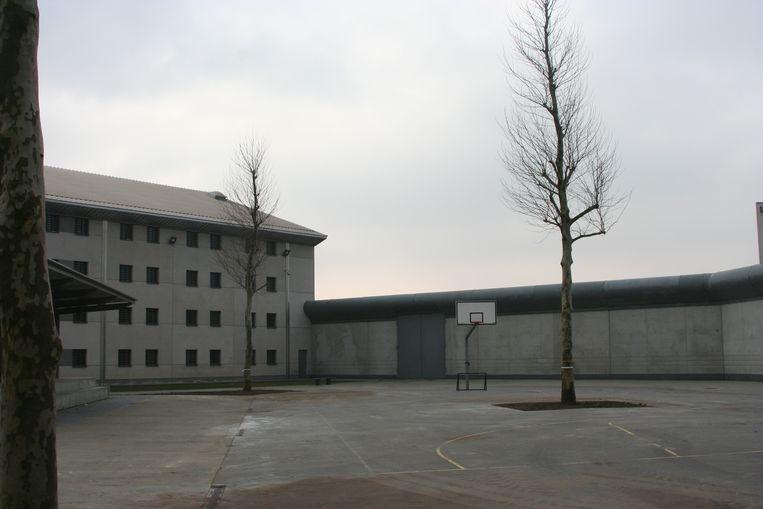 In de gevangenis gaat alleen de maaltijdbedeling nog door.