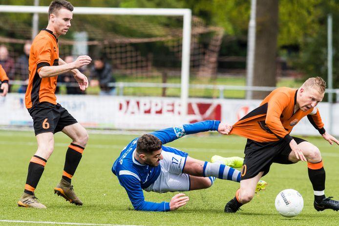 Eilermark krijgt er een hoop spelers bij van Sportlust Glanerbrug. Onder meer Desmond Holtman (rechts) en Nigel Priekaar (links) gaan naar de buurman.