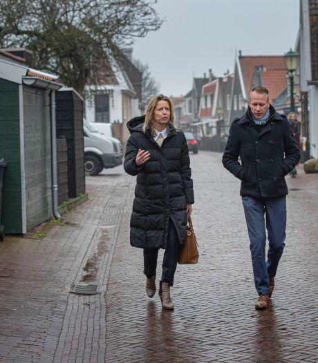 Minister Ollongren vol lof voor ouderenwacht op Urk: 'Interessant voor andere gemeenten'