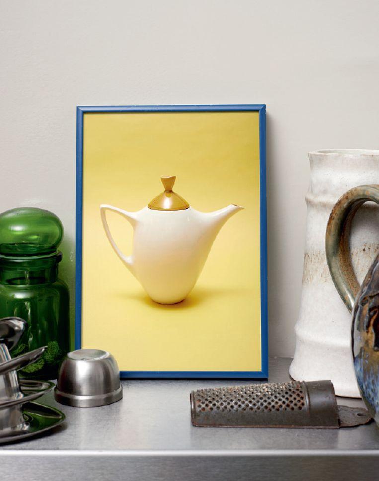 De foto bij het artikel met de koffiepot van het Tulipe-servies van De Driehoek Huizen. Beeld De Volkskrant