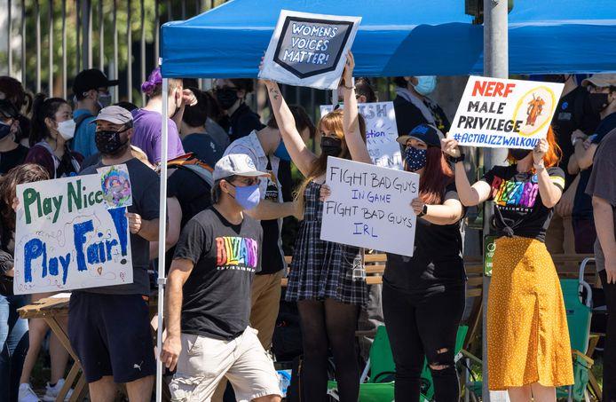 Werknemers van de Amerikaanse uitgever van videogames Activision Blizzard demonstreerden tijdens hun staking van woensdag voor een vestiging van het bedrijf in Californië tegen de ongezonde bedrijfscultuur.