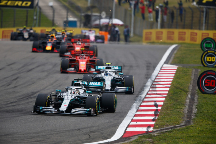 Lewis Hamilton, Valtteri Bottas, Charles Leclerc, Sebastian Vettel, en Max Verstappen tijdens de GP van China.