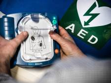 Dankzij crowdfunding haalt Naardense buurtvereniging voldoende geld op voor zes AED's