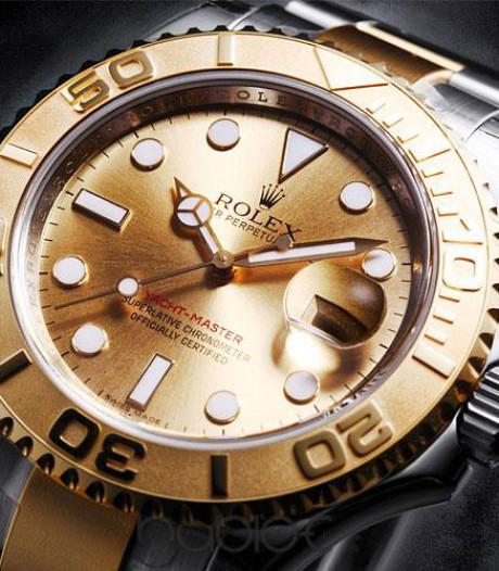 Vier aanhoudingen, 10.000 euro en een gouden Rolex in witwasonderzoek