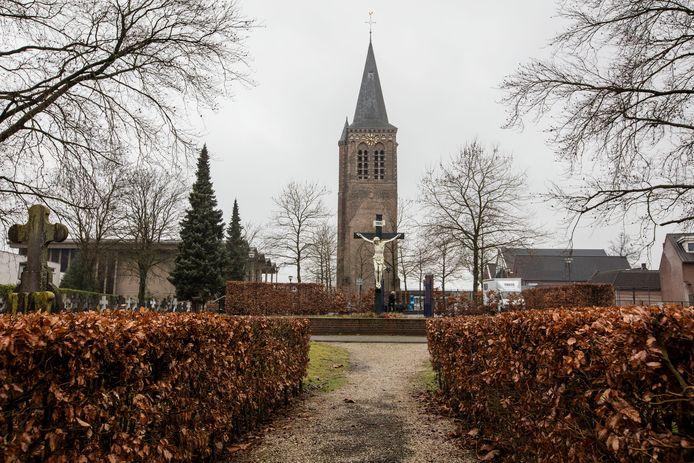 Een meerderheid van de politiek, en de kerk zijn het erover eens: de nieuwe kerk kan het beste achter de kerktoren gebouwd worden.