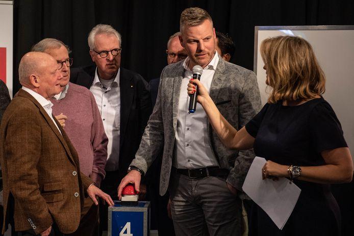 Team Ondernemers met onder meer team captain Joost Tiemersma (bij microfoon) van de Lifestyle Boulevard.