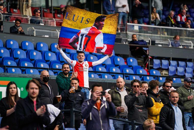 Het Legioen kijkt aandachtig naar de eredivisiewedstrijd van Feyenoord en Vitesse in de Kuip.  Beeld Tom Bode Multimedia