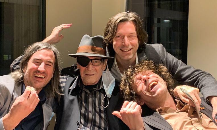 Paul Couter in het gezelschap van Ben Brunin (l.), Gerald en Joris Claes (r.). Beeld RV