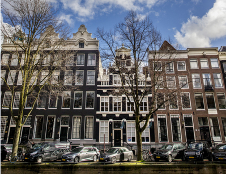 Het Zuid-Afrikahuis werd in 1923 aangekocht met geld dat de Engelsen betaalden nadat die na de Boerenoorlog de Nederlands Zuid-Afrikaanse Spoorwegmaatschappij hadden geconfisqueerd.