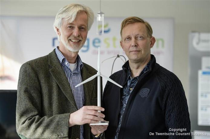 De initiatiefnemers Frans Brughuis (l) en Wim Diepeveen