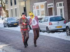 Doen alsof, meer carnaval zit er voor Oldenzaal dit jaar niet in: 'Daar komt ons eigen optochtje...'