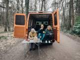 Deventer fotografe reist met demente oma rond in camper: 'Te gek dat we nog leuke dingen met haar kunnen doen'