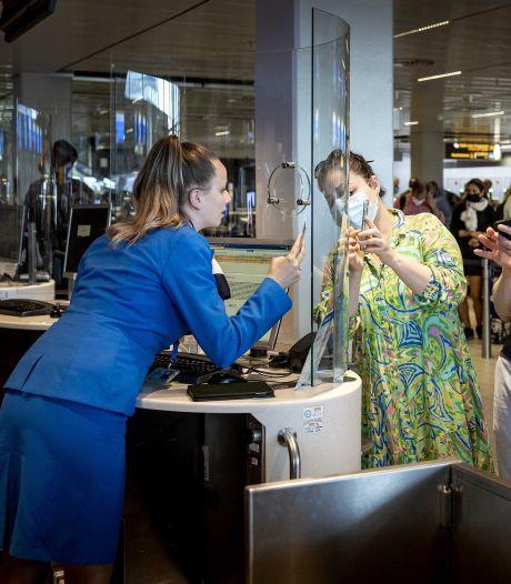 KLM vraagt personeel wél of ze zijn gevaccineerd, maar 'leidinggevende krijgt geen inzicht'