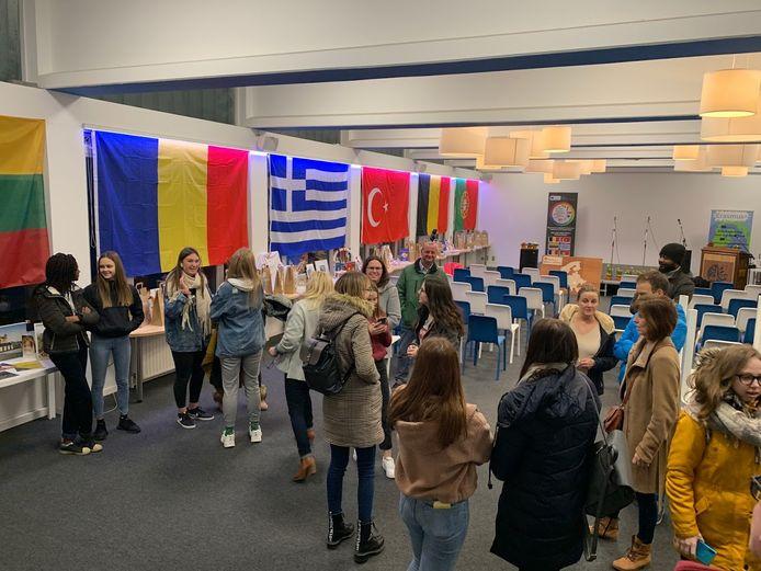In het verleden fungeerde de school ook al als gastschool en ontving het leerlingen en leerkrachten uit onder andere Litouwen, Roemenië, Griekenland, Turkije en Portugal.