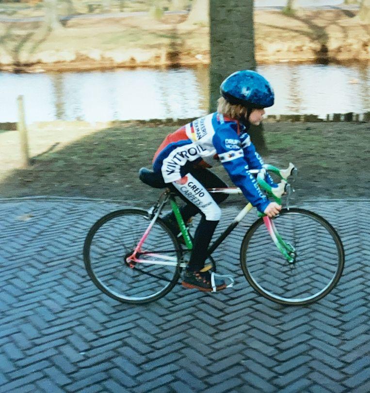 De jonge Anna van der Breggen op haar eerste fietsje.  Beeld Privéfoto