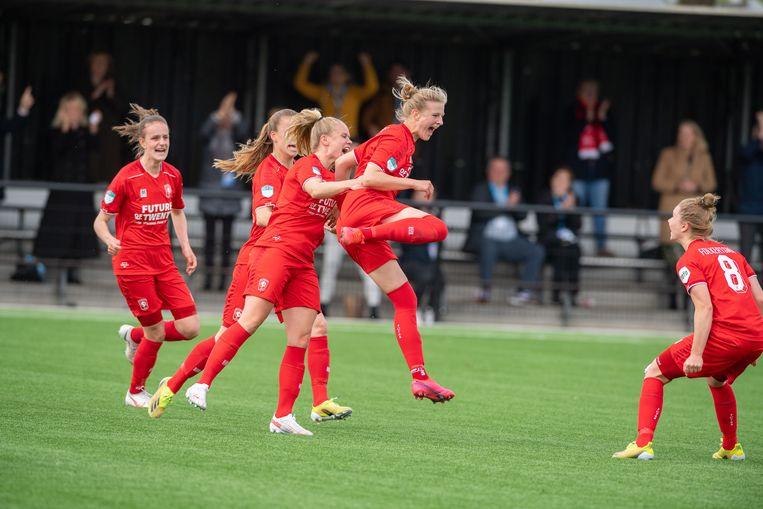 De voetbalsters van FC Twente hebben de titel veroverd in de Eredivisie Vrouwen. Beeld Pro Shots / Ron Jonker