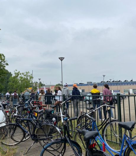 Jongeren willen dit weekend losgaan: lange wachtrij bij Utrechtse testlocatie Den Hommel