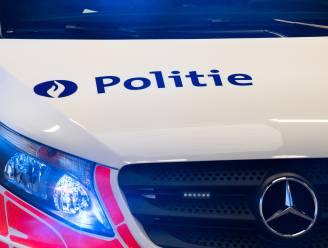 Dronken bestuurster rijdt wegdecor aan flarden en neemt de vlucht: politie treft haar thuis aan