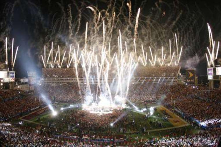 Vuurwerk stak traditiegetrouw de Super Bowl in gang. Beeld UNKNOWN