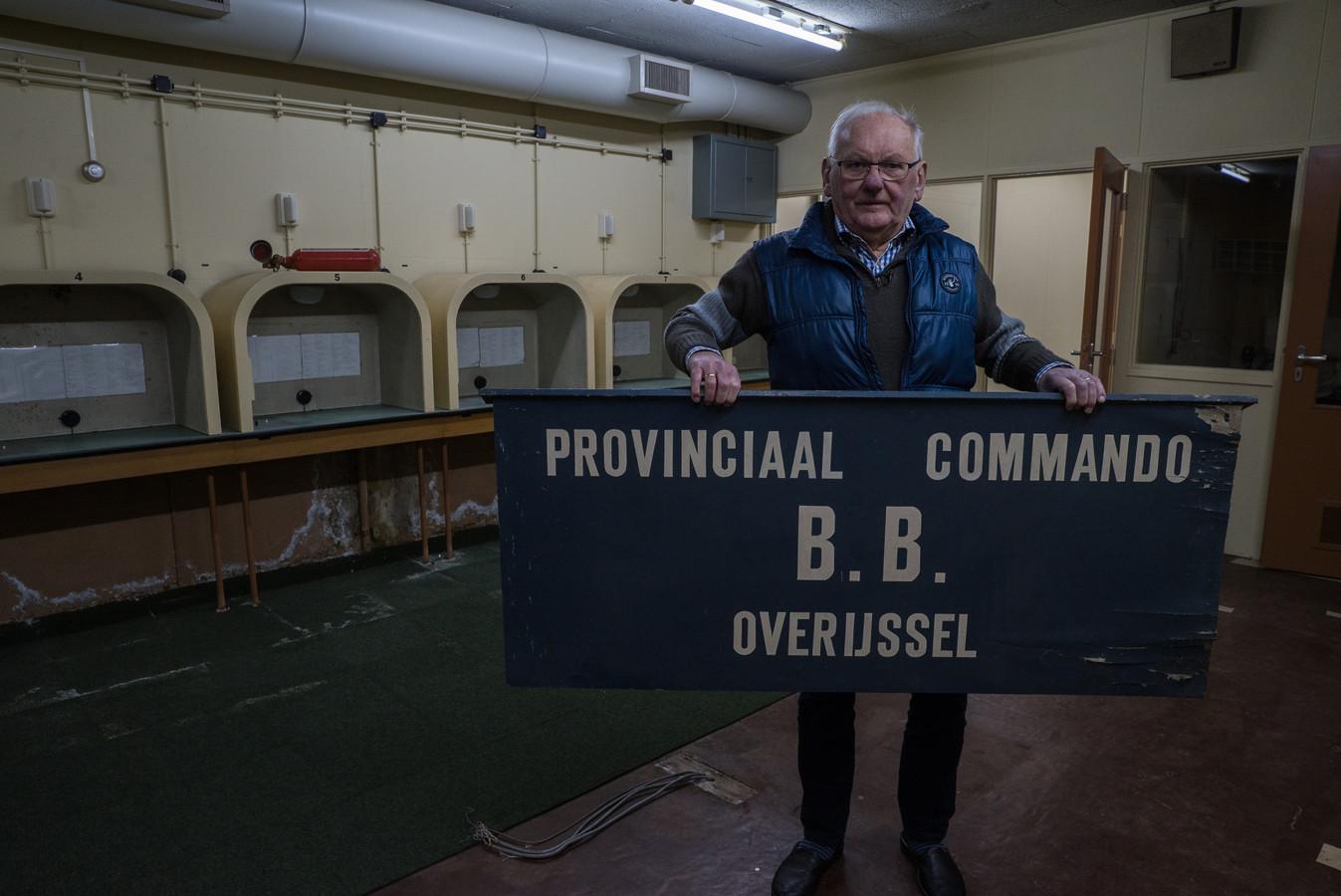 Gerrit Haverslag woont bovenop één van de twee atoomvrije bunkers die Holten rijk is. De bunker waarin de provinciale commandopost van Overijssel tijdens de Koude Oorlog opereerde is nog in tact.