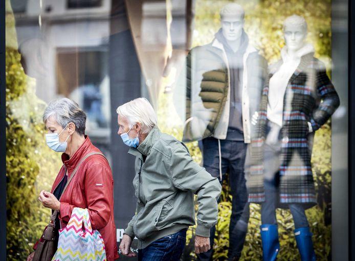 In Amsterdam geldt een advies voor het winkelend publiek om een mondkapje te dragen. In de regio hopen ze niet dat het zover komt.