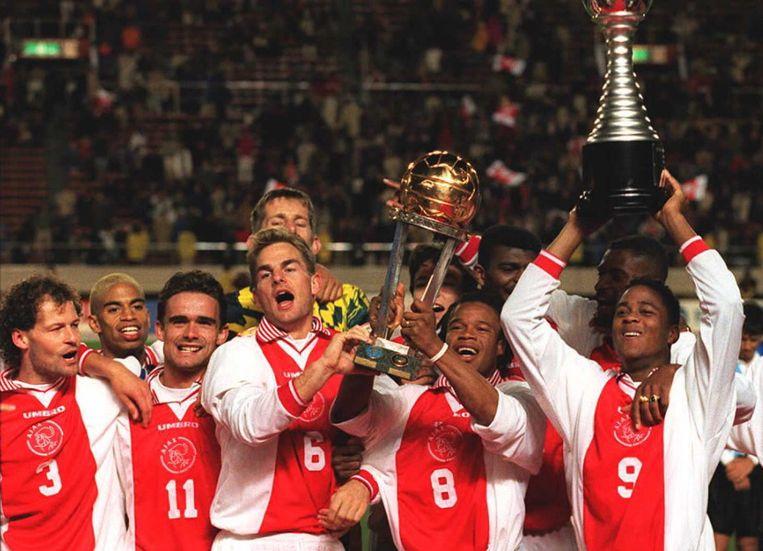 Er werden vele prijzen gewonnen met het team waar onder andere ook Edgar Davids en de broertjes De Boer in speelden. Beeld ANP