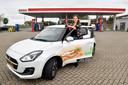 Rosan Kreijne bij het Esso-tankstation dat ze runt.