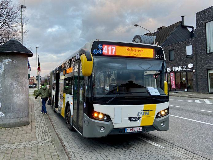 Buslijn 417 rijdt het traject Antwerpen-Turnhout via Zoersel