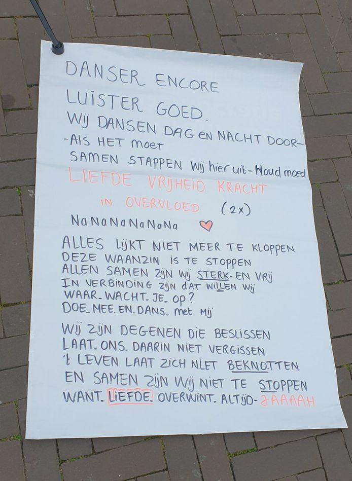 De tekst van het lied dat gezongen werd tijdens de flashmob in Enschede.