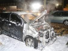 Twee autobranden in Den Bosch: politie gaat uit van brandstichting