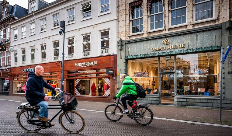 De winkel van tassenmaker Omar Munie aan Noordeinde in Den Haag. Beeld Freek van den Bergh / de Volkskrant