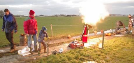 Geen vuurwerkshow en alleen carbidschieten met ontheffing in Westland: 'Vier oud en nieuw knus en klein'