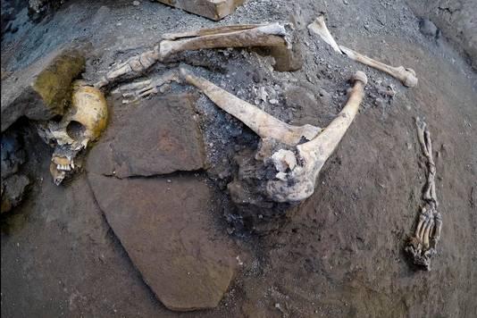 Ondanks plundering in de bedolven stad zijn de skeletten onaangeroerd