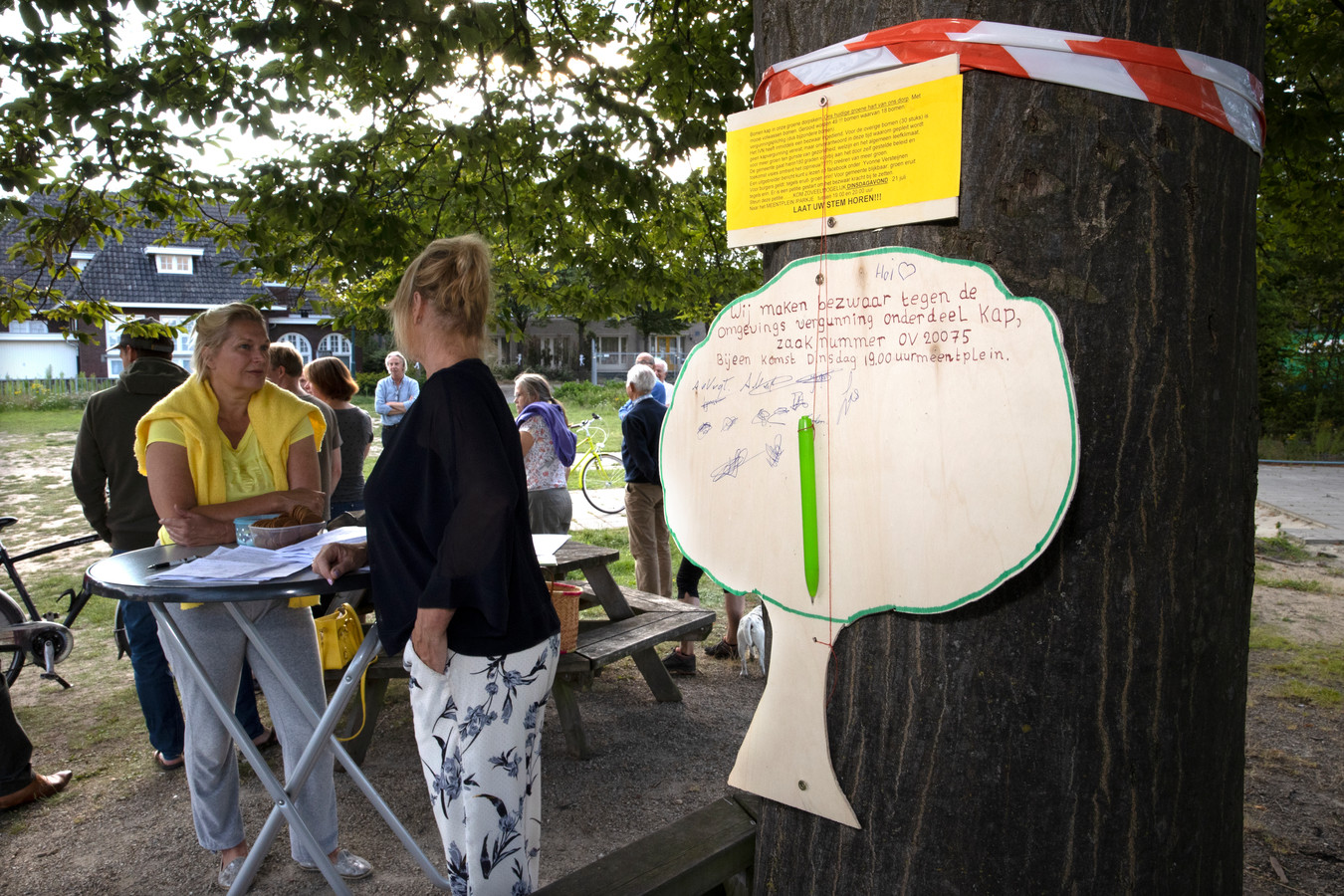 Buurtbewoners voerden afgelopen zomer actie tegen de voorgenomen bomenkap van de gemeente (archieffoto).