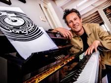 Gerrit de Jager tekent liefdesverhalen, van eerste auto's tot mantelzorg