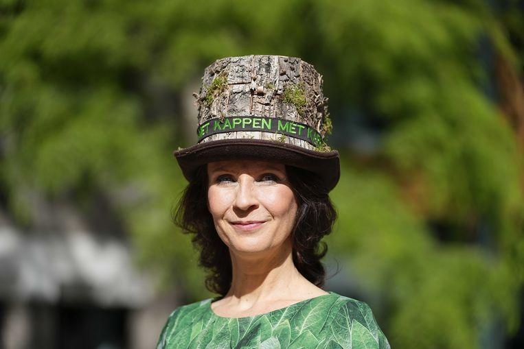 Partij voor de Dieren Kamerlid Esther Ouwehand vertrekt naar de Grote Kerk op Prinsjesdag om het voorlezen van de Troonrede bij te wonen.  Beeld ANP