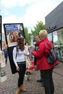 Het promotieteam van Enschede aan het werk.