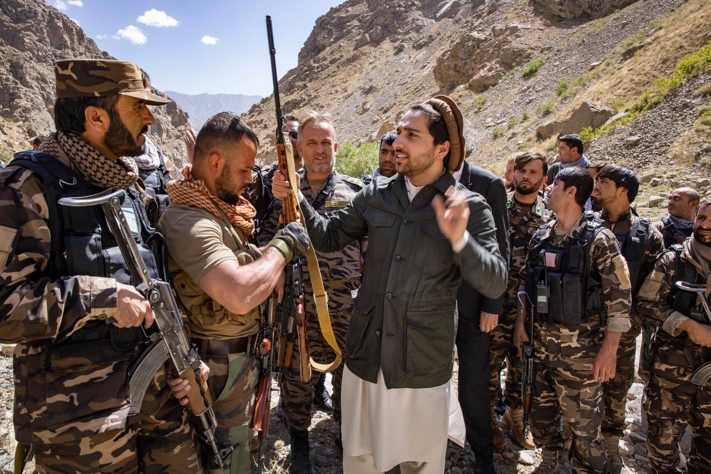 Ahmad Massoud (centraal). Beeld Marc Roussel