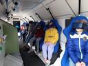 Leerlingen van het Titus Tussen Jaar ervaren hoe het is om astronaut te zijn, met behulp van virtual reality.
