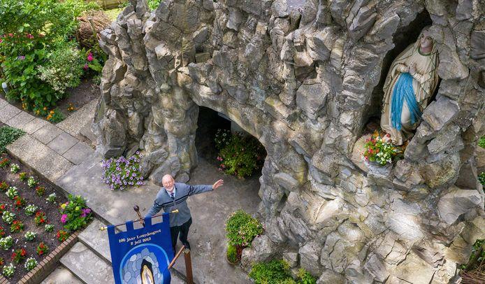 De Lourdesgrot in Zevenhoven is voor velen een heilzame plek. Voor Gerard van den Ham (72) is het de plek waar hij voor de grot en de mensen kan zorgen.